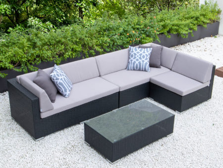 Classic L with glass table and light grey cushions